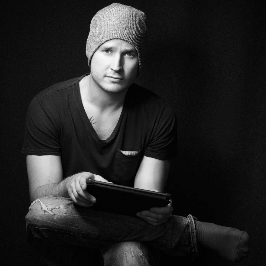english-actenglish-actor-musician-photographer-portrait_
