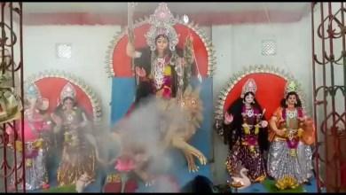 Photo of প্রাচীন গাছতলায় চণ্ডী মন্দির, বিজয়ার পর এখানেই উৎসব রায়গঞ্জবাসীর