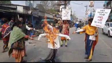 Photo of মোদীর কুশপুতুল পুড়ল রায়গঞ্জে