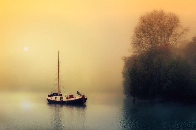 bateau et brume