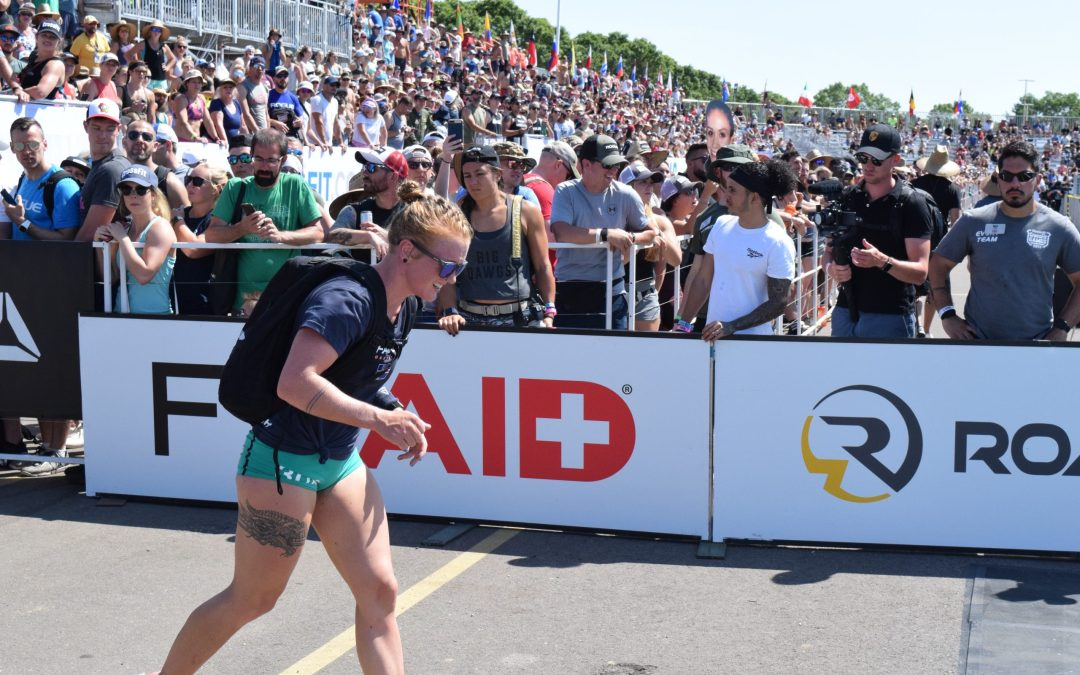 Eik Gylfadottir competes in the Ruck Run event at the 2019 CrossFit Games.