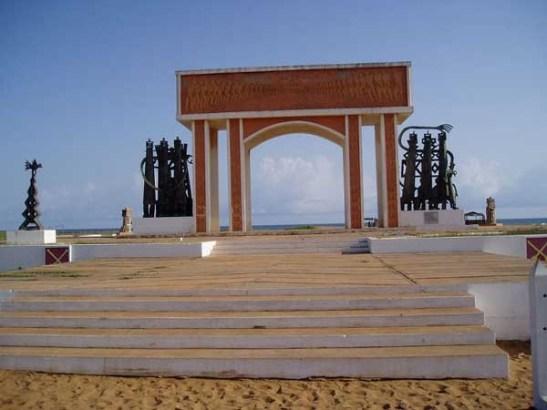 the-cotonou-littoral-monument