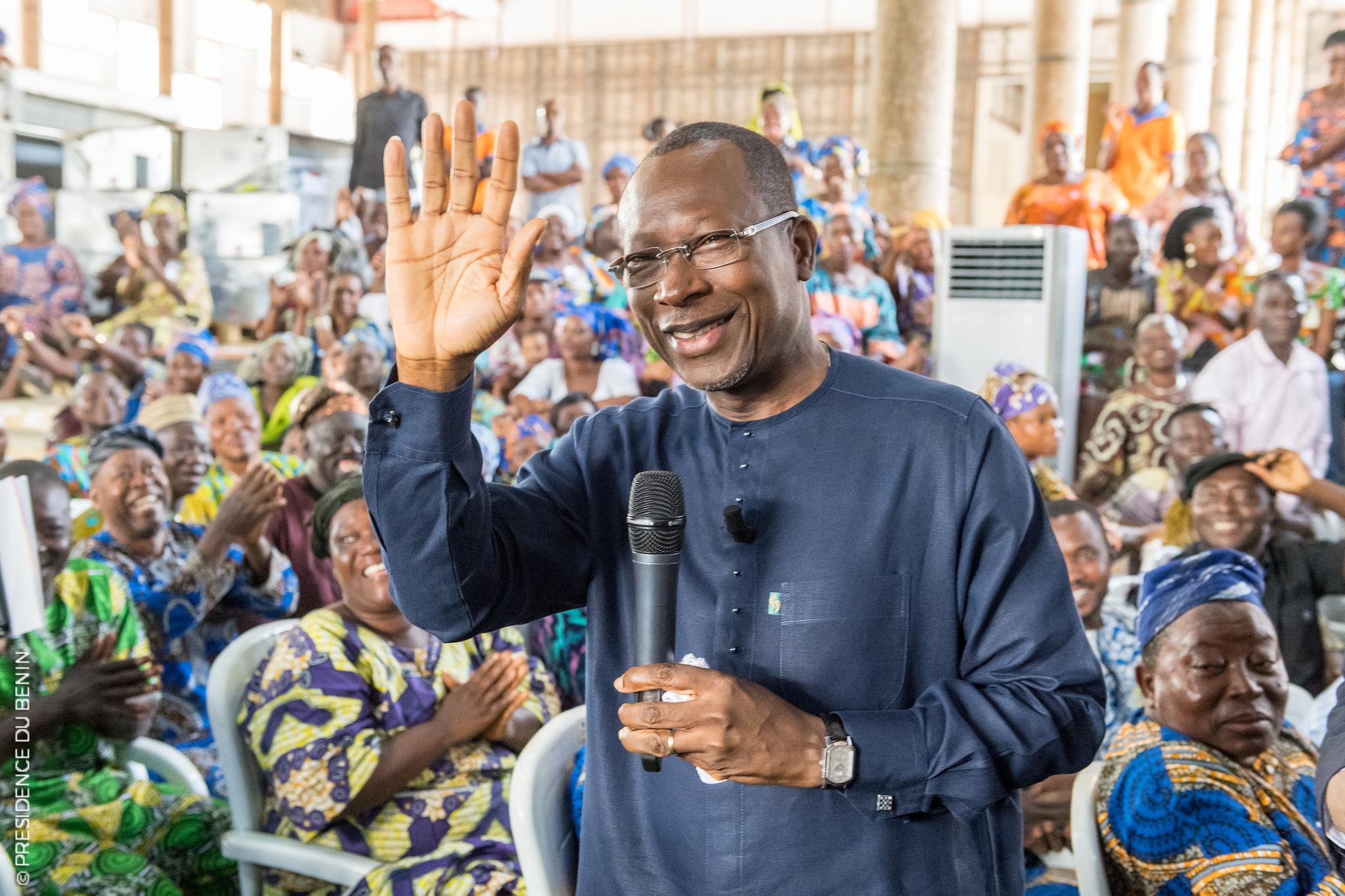 Le président Talon reçoit plus de 1000 femmes des différents marchés de Cotonou au palais de la Marina.   Photo : Présidence de la République du Bénin