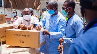 Photo of CORONAVIRUS: Le Ministre Benjamin HOUNKPATIN réceptionne un don de matériels de la Fondation Jack Ma