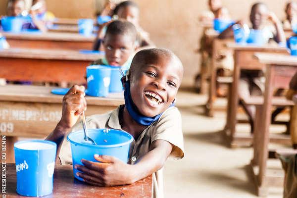 cantines-scolaires:-le-ministre-salimane-karimou-visite-des-ecoles-a-cantines-du-departement-du-mono