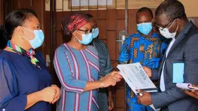 Photo of Volet Assurance Maladie du projet ARCH : Les Ministres TOGNIFODÉ et ADAM SOULÉ constatent le bon fonctionnement des lecteurs d'empreintes digitales dans les hôpitaux