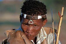 AT-Benny-Rebel-Fotoreise-Namibia-Tourismus-Bushmann