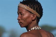 AV-Benny-Rebel-Fotoreise-Namibia-Tourismus-Bushmann