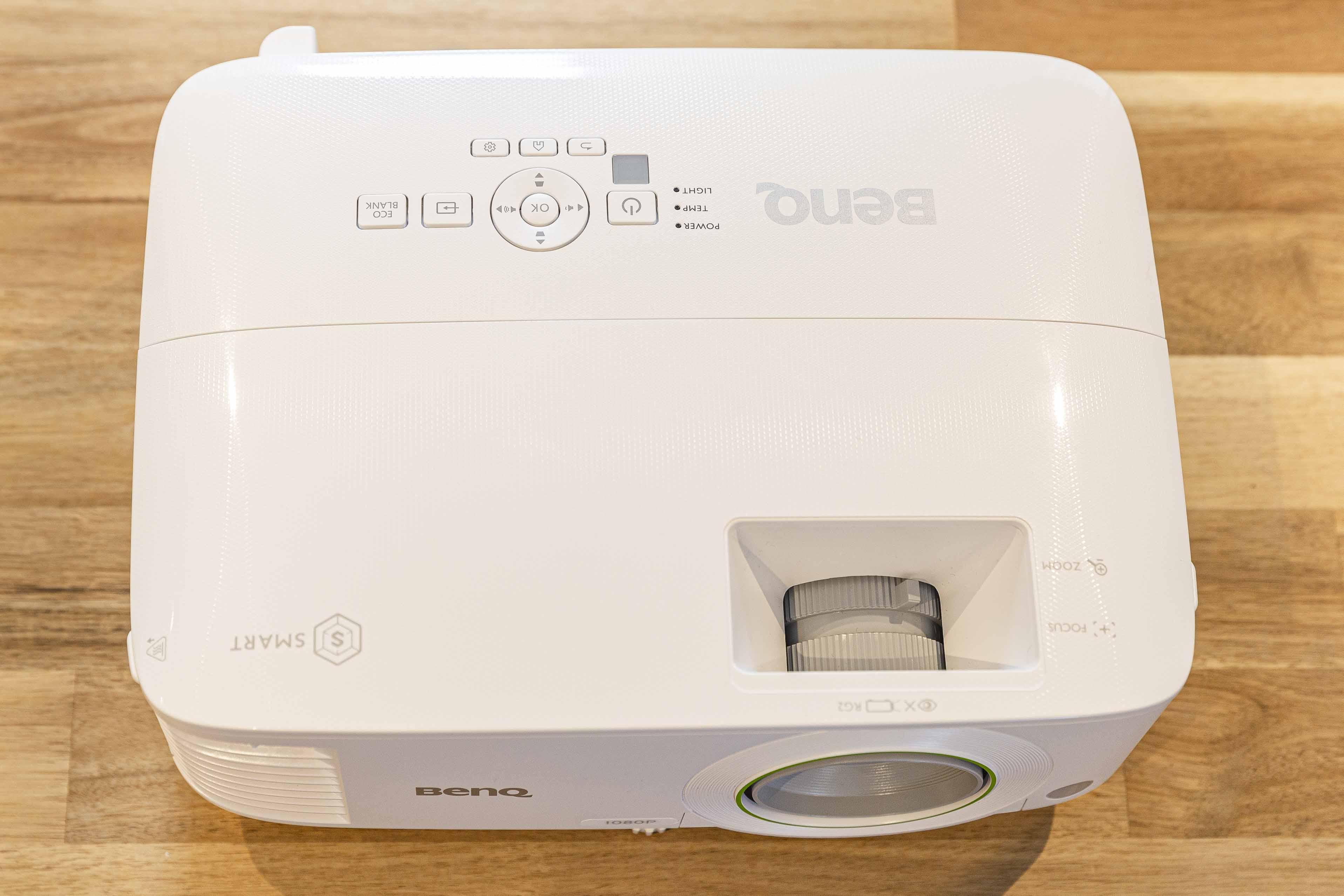 [媒體實測] BenQ EH600 智慧商務投影機。高亮度、無線投影。提升會議效率。強化工作表現