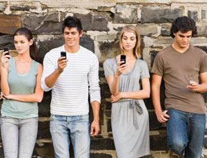 young-adults-texting-md