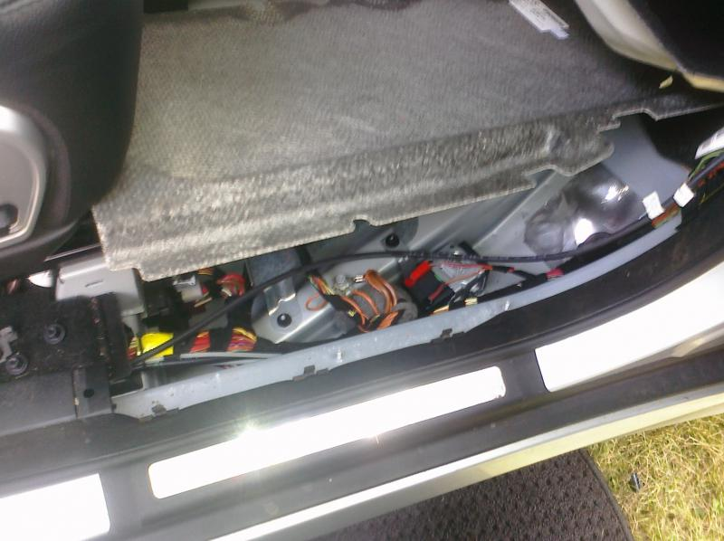 For Mercedes R350 Fuse Box Auxillary Battery Pics Mercedes Benz Forum