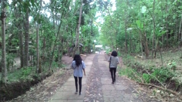 Jalan menuju Gereja Misterius di Bukit Rhema Borobudur