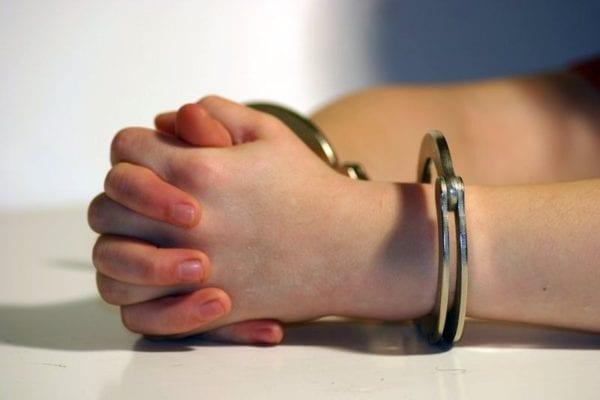 В Бердичеві група рекетирів викрала жінку, катувала її та погрожувала вбивством матері, вимагаючи $10 000