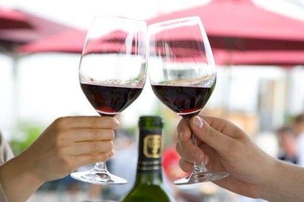Ученые доказали, что дорогое вино кажется вкуснее