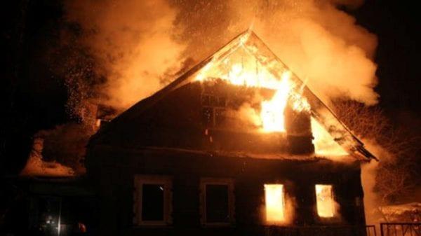 У Бердичеві через несправне пічне опалення загорівся дах приватного будинку