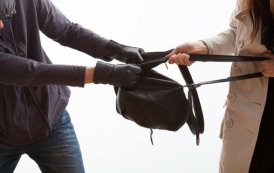 Забави молодих: 18-річний хлопець за один день зухвало пограбував двох жінок