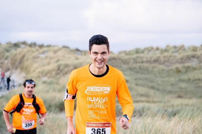 Stefan Wendel tijdens de hele marathon van de Berenloop 2016 op Terschelling.
