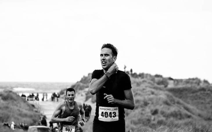 Loper tijdens de halve marathon van de Berenloop 2016.