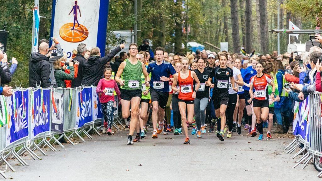 Berenlopers tijdens de start van de 5 kilometer van de Kleintje Berenloop 2017.
