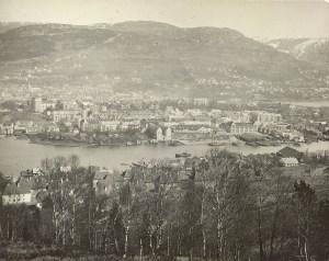 Puddefjorden med Damsgårdssundet fotografert rundt 1930.<br />Fotograf: ukjent.<br />Arkivet etter Vann- og kloakkvesenet, Bergen Byarkiv.
