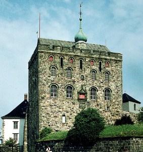 Rosenkrantztårnet etter restaureringen som ble fullført i 1961.  Bygget er oppkalt etter Erik Ottesen Rosenkrantz som var lensherre på Bergenhus i årene 1560–67 og har æren for renessansefasaden. Fotograf: Norvall Skreien.