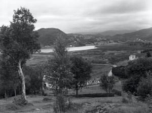Åsanemyrane før utbyggingen. Oversiktsbilde før kanaliseringen ble satt i gang i august 1957. Fotograf: Nils Selvik.<br />Arkivet etter Bergens Arbeiderblad/Bergensavisen, Bergen Byarkiv.