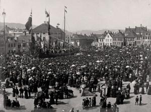 17. mai på Engen. Foto fra rundt 1900. Fotograf: Knud Knudsen. Arkivet etter Formannskapet, Bergen Byarkiv.