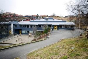 Kringleboten skole åpnet i 1994. Andre byggetrinn var fullført i 1997. Fotograf: Rolf Hordnes. Seksjon informasjon, Bergen kommune.