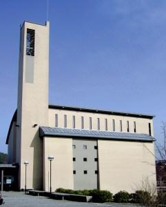 Norvall Skreien. Sælen kirke (arkitekt Nikolai Alfsen) fra 2001 inneholder foruten kirkerommet menighetssal, lokaler for barne- og ungdomsavdeling og kontorer både for kirkens ansatte og Laksevåg prosti. Fotograf: Norvall Skreien.