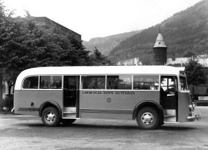 Buss fra Laksevaag kommunale rutevogn. Fotograf: Einar Bakke. Fra arkivet etter Laksevåg kommunale rutebilselskap, Bergen Byarkiv.