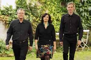 Ensemble DRAj Ralf Kaupenjohann: Akkordeon Manuela Weichenrieder: Gesang Ludger Schmidt: Violoncello Foto: Rolf K. Wegst