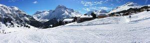 Direkt an der Piste und an Winter-Wanderwegen | Bergland Appartements in Lech am Arlberg | Erholung durch Aktivität im Schnee