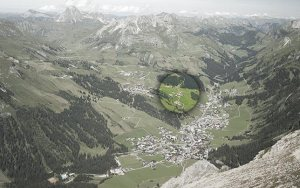 Lage Bergland Appartement im Sommer - Ansicht vom Gipfel des Omeshorn