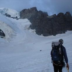 Wir kommen langsam zum steilen Einstieg des Gletschers