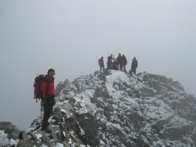 Joe kurz vor dem frisch verschneiten Gipfel
