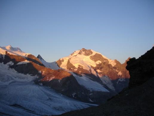 Der Piz Bernina beim Sonnenaufgang