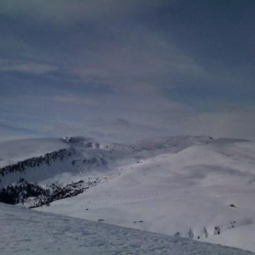 Blick zurück, links Sarner Scharte, rechts Villanderer Berg