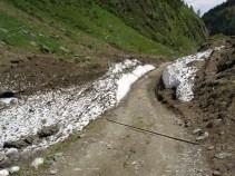 Der Weg war einige Male von Lawinen überschüttet