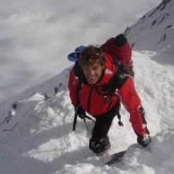 Joe knapp unter dem Gipfelkreuz