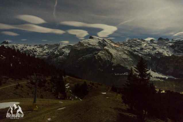 Berghütte im Winter: Tilis Engelberg bei Nacht