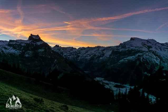 Berghütte im Winter Sonnenaufgang Titlis