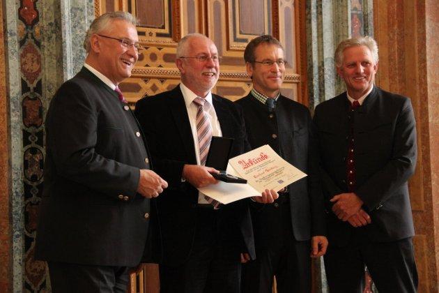 v.l.n.r.: Joachim Herrmann (MdL und Bayerischer Staatsminister des Innern), Gerhard Brütting (Bergwacht Schwarzenbach am Wald), Norbert Heiland (Vorsitzender der Bergwacht Bayern), Stefan Schneider (stv. Vorsitzender der Bergwacht Bayern)