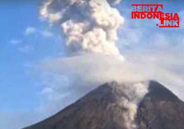 Gunung Merapi Meletus Di Yogyakarta Mencapai 1 Kilomter, 2 Desa Diguyur Hujan Abu Tipis
