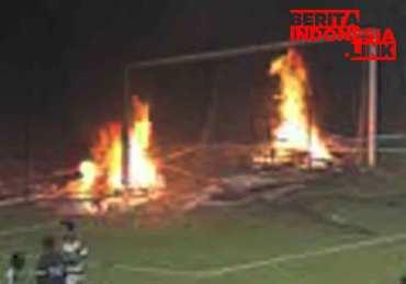 PERSEBAYA Kalah, Bonek malah merusak Stadion GBT,