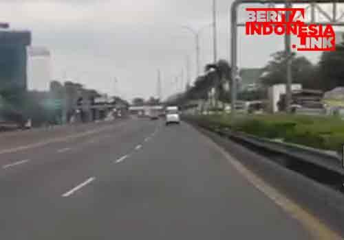 Macet panjang di JORR Lingkar Luar Km 27 Tol Simatupang ke Taman Mini