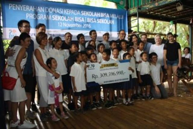 7 Runners, Perwakilan The British School Jakarta Foto Bersama Siswa Siswi Sekolah Bisa (Foto : Putra)