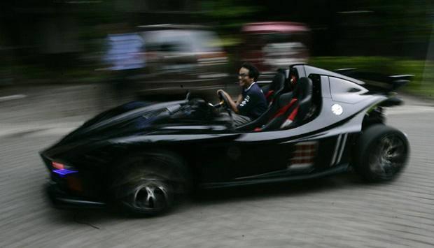 Supercar Lowo Ireng saat uji coba