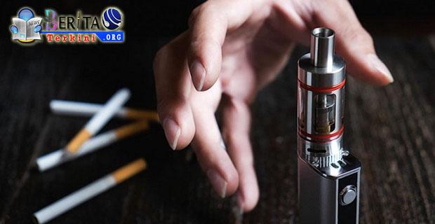 Dibalik 4 Bahaya Nikmatnya Penghisap Rokok Elektrik Vape