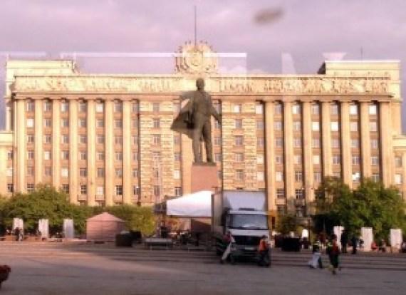 Petersburg - Putin Statue