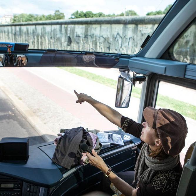 Service rund um Stadtrundfahrt mit Bus an der Berliner Mauer, Bernauer Straße